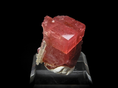 Rhodochrosite & Quartz from Huayllapon Mine, Pasto Bueno District, Pallasca Province, Ancash Dept., Peru [db_pics/update3/ML00105a.jpg]