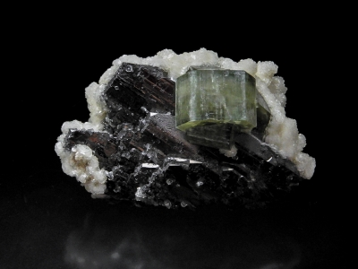 Fluorapatite, Wolframite & Calcite from Panasqueira, Covilha, Portugal [db_pics/update3/ML00123a.jpg]