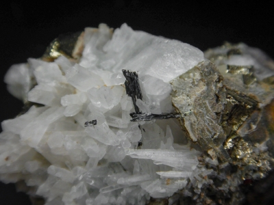 Bismuthinite from Victoria Mine, Elko County, Nevada, USA [db_pics/update5/ML00265b.jpg]