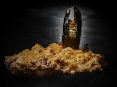 Spessartine & Smoky Quartz from Tongbei, Yunxiao, Fugian Province, China [db_pics/update6/ML00397a.jpg]