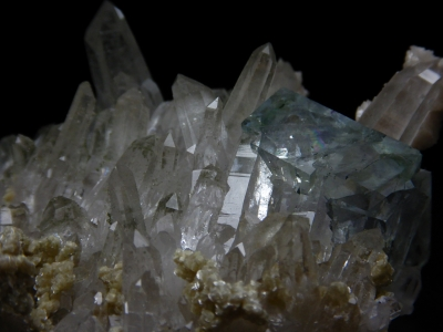 Fluorite with Quartz from Yaogangxian Mine, Chenzhou Prefecture, Hunan Province, China [db_pics/update6/ML00400c.jpg]