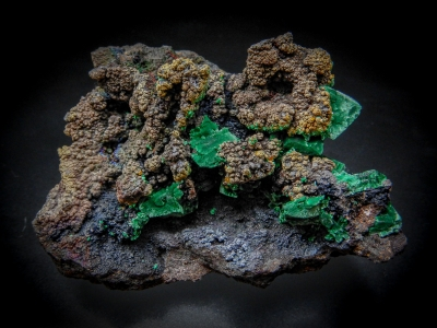 Wulfenite, Malachite & Beaverite(?) from Whim Creek Mine, Roenourne Shire, Western Australia, Australia [db_pics/update6/ML00401a.jpg]