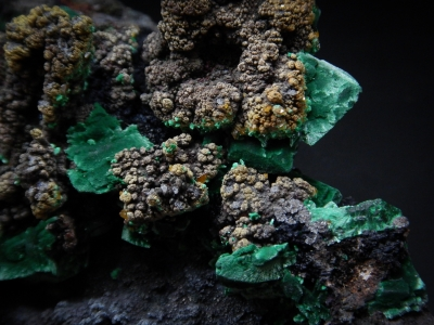 Wulfenite, Malachite & Beaverite(?) from Whim Creek Mine, Roenourne Shire, Western Australia, Australia [db_pics/update6/ML00401c.jpg]