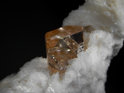 Topaz with Albite from Shigar Valley, Gilgit Division, Pakistan [db_pics/zowater/DZ1406c.jpg]