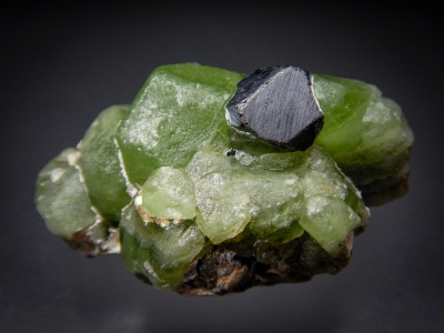Peridot with Magnetite from Sapat, Kaghan Valley, Mansehra District, Pakistan [db_pics/zowater/DZ2309a.jpg]
