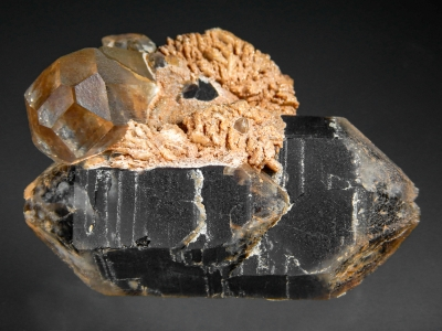 Topaz with Smoky Quartz from Nercinsk District, Transbaikalia, Russia [db_pics/zowater/DZ3305b.jpg]