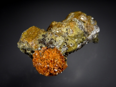 Helvine with Andradite from Huanggang Mine, Inner Mongolia, China [db_pics/zowater/DZ3612a.jpg]